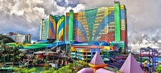 Popular dining places at First World Hotel Genting are such as Restaurant Ah Yat Abalone, First World Cafe, Pizza Hut, Baskin Robbins, Jia - Food For the Seasons.
