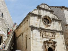 Igreja de São Sávio (espremida pelas muralhas)