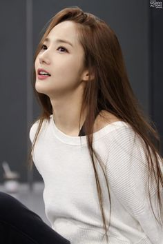 Korea: Standards (achievable) This woman's skin isn't extremely pale and look natural Korean Women, Korean Girl, Korean Beauty, Asian Beauty, Park Bo Young, Soyeon, Korean Celebrities, Beautiful Asian Women, Korean Actresses