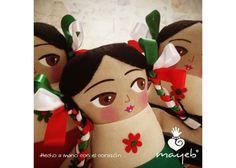 Adelita es un homenaje a las mujeres que lucharon en la Revolución Méxicana, está bordada y pintada a mano. **