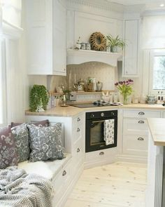 A Startling Fact about Inspiring French Cottage Kitchen Ideas Uncovered – homedecorsdesign Kitchen Interior, Kitchen Decor, Kitchen Ideas, Kitchenette, Home Kitchens, French Cottage Kitchens, Kitchen Remodel, Sweet Home, House Design