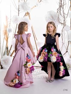 Image may contain: one or more people and people standing Kids Dress Wear, Dresses Kids Girl, Little Girl Dresses, Kids Outfits, Flower Girl Dresses, Baby Girl Dress Patterns, Baby Dress, Dress Luxury, Kids Frocks