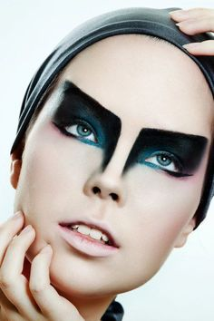LOVE the geometric shape to this look!