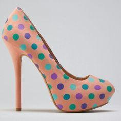 Hermosos zapatos con lunares...
