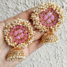 35 Dazzling Jhumka Designs for Brides to take Inspiration from! Indian Jewelry Earrings, Indian Jewelry Sets, Jewelry Design Earrings, Gold Earrings Designs, Indian Wedding Jewelry, Ear Jewelry, Bridal Jewelry Sets, Jhumka Designs, Silver Jewelry