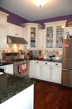 Kitchen White Cabinets Purple Walls Paint Ideas - Home Design and Decor Ideas Glazed Kitchen Cabinets, Painting Kitchen Cabinets, Kitchen Paint, Kitchen Redo, White Cabinets, New Kitchen, Kitchen Ideas, Glass Cabinets, Kitchen Designs