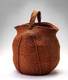 Jennifer Heller Zurick, Artist, Basket #619, 2005, black willow bark; 11 1/2 x 9 x 12 in.; from the collection of the Smithsonian American Art Museum; gift of Martha G. Ware and Steven R. Cole.