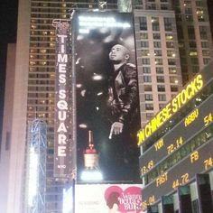 Nas up in Times Square!!  #nas #nastynas #illmatic #queensbridge #nyc #newyork #rap #timessquare #nightlife #hiphop