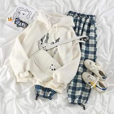 Cute Comfy Outfits, Pretty Outfits, Cool Outfits, Girls Fashion Clothes, Teen Fashion Outfits, Trendy Hoodies, Loungewear Outfits, Baggy Clothes, Korean Girl Fashion