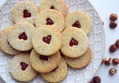 mějte krásný den! 😍 #homemade #hazelnut #linzers #raspberryjam #linecke #orechove #susenky #cookies #biscuits #valentinescookies #valentinesday #valentyn #instabake #peceni #bakingtime #bakingmom #homebaked #homebaker #foodlover #foodstagram #foodie #foodblog #czech #czechrepublic #avecplaisircz Cookies, Baking, Den, Biscuits, Desserts, Homemade, Food, Crack Crackers, Crack Crackers