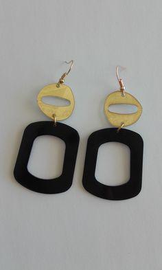 Dangle & drop earrings with plexiglas components / Modern earrings / Minimal earrings / Black and golden color earrings Length : cm Drop length : cm Width : cm Weight : 2 grams (each) Golden Color, Minimalism, Crochet Earrings, Dangles, Handmade Items, Drop Earrings, Modern, Shop, Etsy