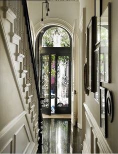 Michelle James / Robyn Lea / Est {black and white townhouse / brownstone foyer / entry way / hallway / entrance / door} Design Chic = gorgeous foyer - love the black and glass front door Design Entrée, House Design, Floor Design, Design Ideas, Design Inspiration, Hall Design, Beautiful Space, Beautiful Homes, House Beautiful