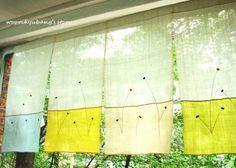 신나는 금요일입니다~~~~^^ (춥지만...) 화창한 날씨에 딱! 맞는 예~쁜 꼬집기 모시가리개를 소개... Cute Curtains, Noren Curtains, Home Decor Fabric, Fabric Art, Stitch Book, Shabby Flowers, Patch Quilt, Fashion Room, Window Coverings