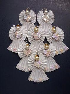 Como fazer lindos anjos de papel e pérolas para árvore de natal, presentes e…