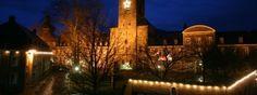 Middeleeuwse gebouwen in kerstsfeer