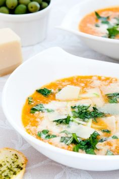 Sopa de tomate, calabacín y queso. Soupe aux tomates, courgettes et fromage. Veggie Recipes, Mexican Food Recipes, Soup Recipes, Healthy Recipes, Zuchinni Recipes, Salada Light, Sauce Tartare, Zucchini Cheese, Cheese Soup