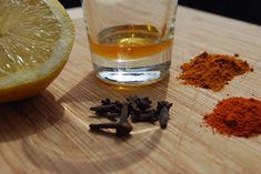 detox thee recept, ongeveer een liter groene thee 1/2 eetl. kurkuma een snufje cayennepeper 1 citroen honing naar smaak