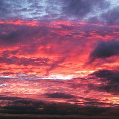 Fuego en el cielo al atardecer #sunset #Galicia #Atardecer #Sky #clouds