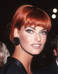 Linda Evangelista, loved the way she always changed her hair color so effortlessly and it always looked great no matter the color.