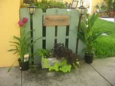 "Camelot Art Creations: Another Garden Pallet...Pallet ""fence"" to hide AC units or garbage cans.  I think my place needs this! :o)"