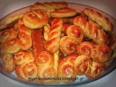 Greek Sweets, Greek Desserts, Greek Recipes, Koulourakia Recipe, Greek Cookies, Easter Cookies, Biscuits, Homemade Cakes, Easter Recipes