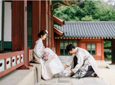 Korean Wedding Photography, Couple Photography, Korean Traditional, Traditional Clothes, Modern Hanbok, Living In Korea, Foto Wedding, Korean Couple, Ulzzang Couple