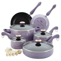 Choose a nonstick purple cookware set in an attractive lavender hue from the Paula Deen purple cookware collection. The 15 piece Paula Deen purple cookware set features all the essential purple pots and pans needed to create everyone's favorite dishes. Paula Deen, Cast Iron Cookware, Cookware Set, Enamel Cookware, Purple Kitchen, Lavender Kitchen, Lavender Cottage, French Lavender, Pots And Pans Sets
