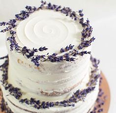 Mushroom & Gruyere Bruschetta Isn't this gorgeous? Edith Patisserie ( ・・・ Two tier rustic lavender naked cake Pretty Cakes, Cute Cakes, Beautiful Cakes, Amazing Cakes, Lavender Cake, Lavender Wedding Cakes, Lavender Wedding Centerpieces, Cake Wedding, Wedding Themes