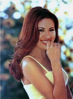 Rare pics of Selena Quintania. Photographer is unknown.