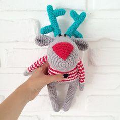 Вязаная игрушка рождественский кот с елочкой. Описание от Elena Gunger.