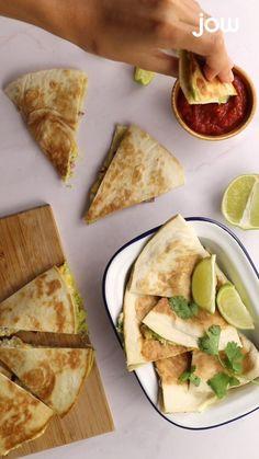 Buzzfeed Tasty Videos, Breakfast Bars Healthy, Twisted Recipes, Vegan Main Dishes, Cheesy Recipes, Healthy Recipe Videos, Wrap, Indian Food Recipes, Food Videos