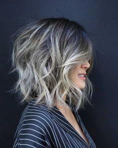 10 Casual Medium Bob Hair Cuts - Female Bob Hairstyles 2020 Pretty and Convenient Medium Bob Haircut Best Bob Haircuts, Layered Bob Hairstyles, Hairstyles Haircuts, Modern Haircuts, Thick Hairstyles, Popular Haircuts, Short Haircuts, Medium Hair Styles, Curly Hair Styles