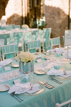 Tiffany blue color fits well with a multitude of colors and looks amazing in wedding decor. Here are some ideas of Tiffany blue wedding decorations. Tiffany Blue Party, Tiffany Blue Weddings, Tiffany Theme, Tiffany Wedding, Green Weddings, Tiffany Co Party Ideas, Bleu Tiffany, Blue Wedding Decorations, Wedding Themes