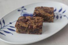 Banan brownie med chokoladestykker | Hurtig og nem at bage! Danish Dessert, A Food, Food And Drink, Cakes And More, Mozzarella, Recipies, Food Porn, Brunch, Sweets
