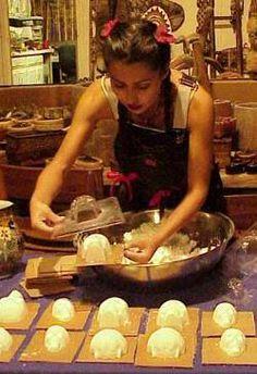 Make your own sugar skulls for Dia de los Muertos