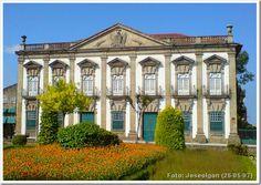 Fachada Colonial, Bungalow House Design, Classic Architecture, Sims House, Portugal Travel, Paris, Lisbon, Amazing, Places To Visit