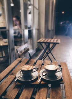 Great ways to make authentic Italian coffee and understand the Italian culture of espresso cappuccino and more! Coffee Nook, Coffee And Books, Coffee Latte, Coffee Corner, Decaf Coffee, Coffee Scrub, Starbucks Coffee, Iced Coffee, Coffee Drawing