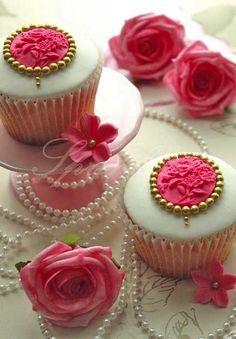 auch hier: Rosen und Perlen !!