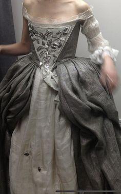 Movie Wedding Dresses, Wedding Movies, Outlander Wedding, Outlander Tv, Terry Dresbach, Masquerade Ball Gowns, Old School Fashion, 18th Century Clothing, Medieval Dress