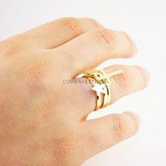 Triple anillo dorado, corazón, cruz y estrella. Importe: 4 €