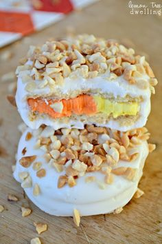 Sweet & Salty Candy Corn Oreos Recipe ~ Deliciously sweet Candy Corn Oreos dipped in white chocolate and topped with dry-roasted peanuts.  A sweet & salty match made in heaven!