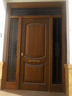 Puertas de madera para el interior y para la entrada de for Modelos de puertas de madera para exteriores