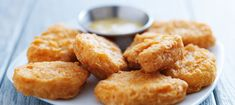 Copycat McDonald\'s Chicken McNuggets - Why take a trip to the golden arches when you can make the nuggets at home? This copycat recipe gets you perfect nuggets every time, fried to just the right golden brown that you remember. Next step, sauces… Chicken Mcnuggets Recipe, Mcdonalds Recipes, Cat Recipes, Queso Cheddar, Chicken Nugget Recipes, Buzzfeed Food, Mets, Healthy Foods To Eat, Baked Chicken