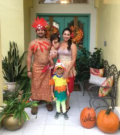 Family Halloween costume. DIY baby Moana, Hei Hei, Sina and Chief Tui
