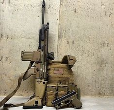 Great setup with carrier, SCAR 17 and Glock in FDE with the threaded barrel. Fn Scar, Battle Rifle, Tac Gear, Military Gear, Assault Rifle, Airsoft Guns, Modern Warfare, Guns And Ammo, Tactical Gear