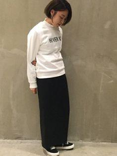 モノトーンコーデ 白の衿つきカットソーに白のスウェットをレイヤードしてみました。 ロゴ入り