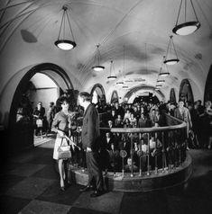 Свидание на станции метро Площадь Революции. Автор Егоров Василий, 1967
