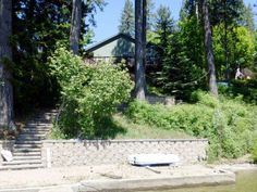Sgl Level Residential Waterfront, Rancher - Rathdrum, ID This Twin Lakes waterfront home has never been fully lived in and is completely like new!  Just steps to 55' of water frontage and private dock.  Central air, gas fireplace and gas stove in master bedroom, vaulted ceilings, breakfast bar, pantry, lots of storage throughout and tankless water heater for instant heat.  Approximately 350+/- SF of Trex decking to enjoy the beautiful lake views!
