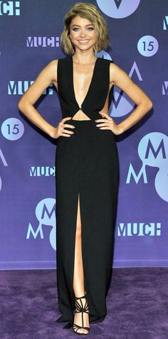 For the 2015 Much Music Video Awards, Sarah Hyland brought the body chain trend from the beach to the red carpet when she styled her sexy deep-plunge cut-out Solace London gown with a diamond Lorraine Schwartz body chain. She finished her took with a black Rauwolf clutch and strappy T-strap stilettos.