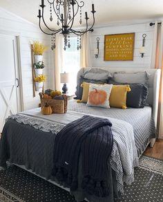 35 Comfortable Farmhouse Bedroom Design and Decor Ideas - Homeflish Fall Bedroom Decor, Farmhouse Bedroom Decor, Fall Home Decor, Autumn Home, Bedroom Ideas, Fall Apartment Decor, Autumn Fall, Dream Bedroom, Home Bedroom